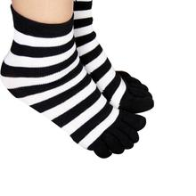 2016 kawaii design Soft Temperament 1pair Womens Girls Candy Color Stripes Warm Five Finger Toe Socks
