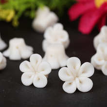25pc/lot 12mm Flat back White Polymer Clay Flower Beads Leaf Diy Making Cell Crafts Wedding Bridal Veil Hair Jewelry Accessories(China (Mainland))