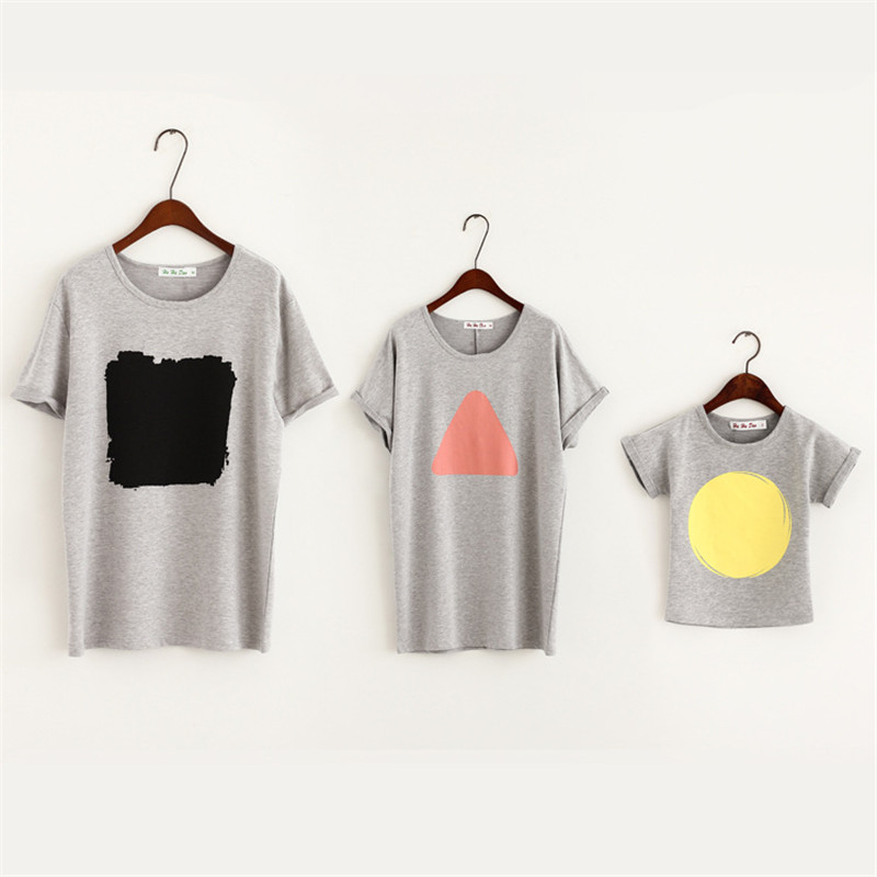 2016 Fashion Family Matching Clothes Summer Loose Style Gray T-shirt Geometry Pattern Family Look For Baby Kid and Mother Father(China (Mainland))