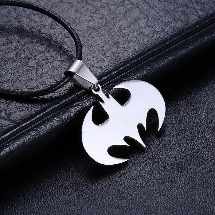 Braveman Slippy Bat Batman Necklace 316L Stainless Steel Sign Pendant Necklaces Leather Chain Fashion Men Jewelry