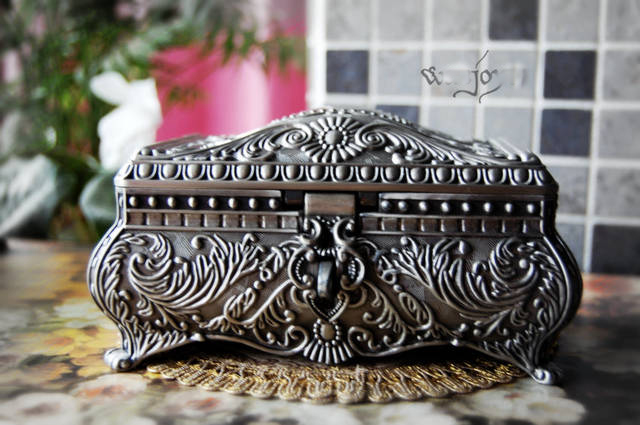 classic tin alloy metal European Gothic queen princess jewelry keepsake souvenir box case 2114(China (Mainland))