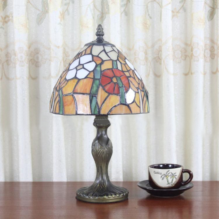 Artistic Glass Daisy Desk Lamp Vintage Simple Table Lamp Tiffany European Bedroom Bedside Light Dia20cm<br><br>Aliexpress