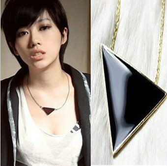 Hello Kitty N4022 Fashion jewelry Fashion wind, Unique black triangle pendant necklace(China (Mainland))
