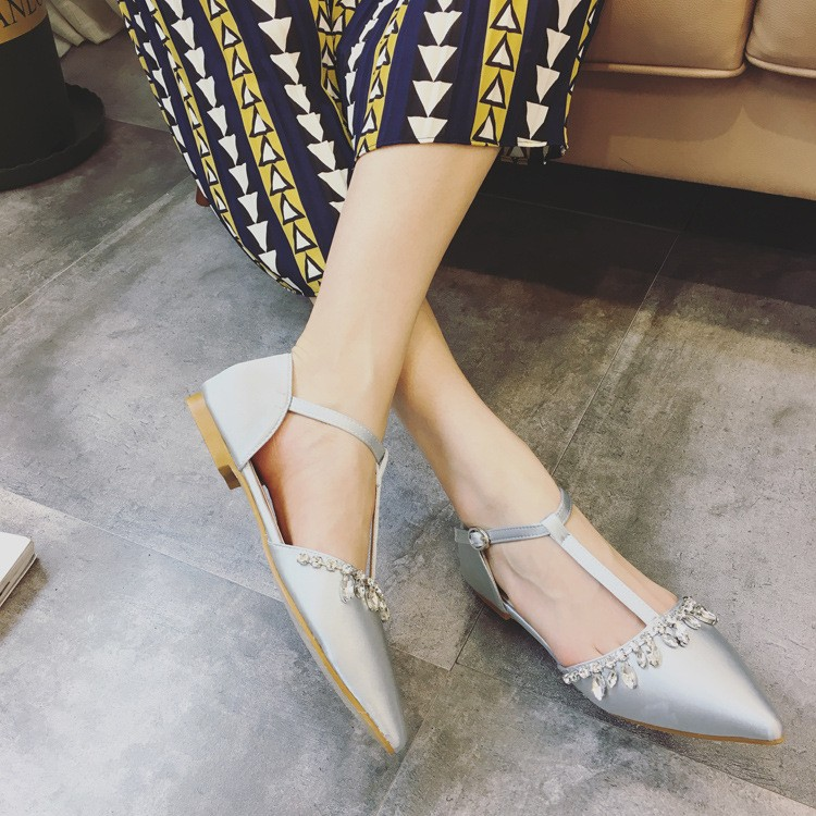 ซื้อ รองเท้าแต่งงานผู้หญิงแบนรองเท้าหนังrhinestone piontedนิ้วเท้ารองเท้าฤดูใบไม้ผลิฤดูใบไม้ร่วงเสื้อสายรัดลูกไม้ขึ้นรองเท้า