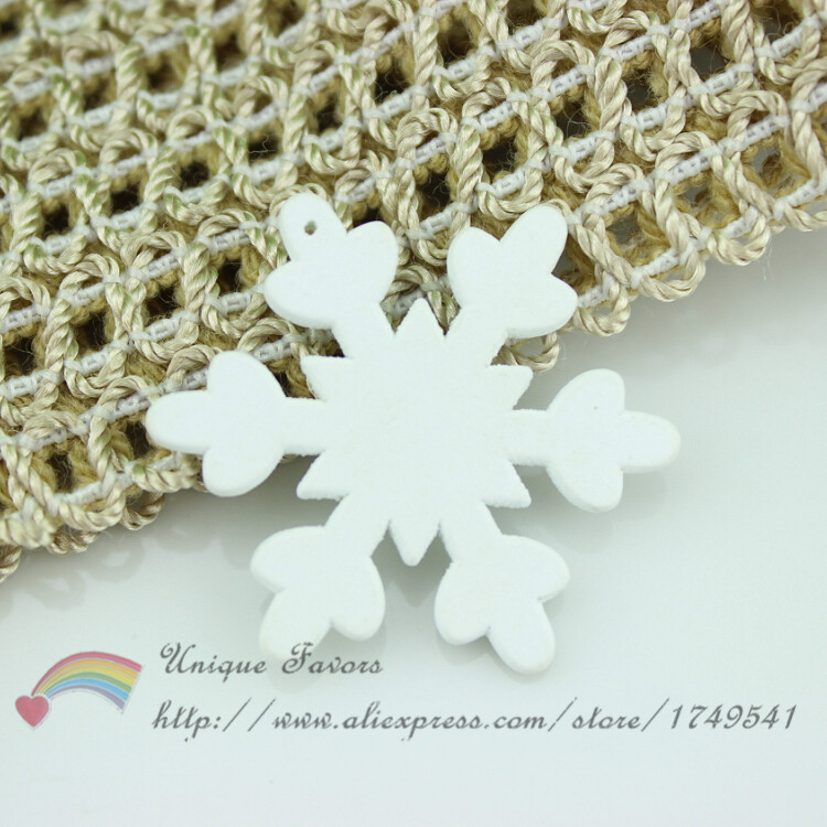 100pcs Handmade 35mm Drilled Wooden Snowflake Pendant Christmas Decoration Ornament Christmas Tree Hanging Snowflakes DIY Craft(China (Mainland))