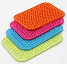 1PCS Free Shipping Kitchen Accessories Silicone Placemat Square Table Coaster Non-slip Dinner Cushion Square Pot Holder WD-10079