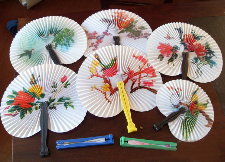 2015 New Toy Small Paper Hand Fan Circular Summer Fan Folding Chinese Wind Gift Wholesale Gift Party Supplies Wedding Decoration(China (Mainland))