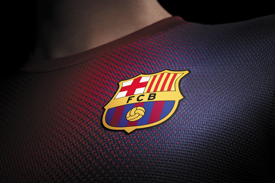 B068 Football, FC Barcelona, Logo shirt Poster Art Wall Pictures for Living Room Canvas fabric cloth Print(China (Mainland))