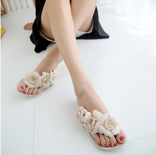 2015 New Summer Women Sandals With Beautiful Camellia Flower 2 Size Smaller Sweet Flip Flops XWZ455(China (Mainland))