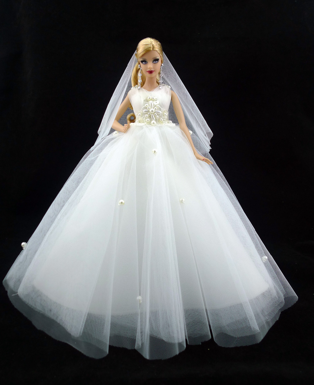 One Handmade Luxury Bride Wedding Dress With Pearls Veil Nobility Elegant Princess Gown Outfit