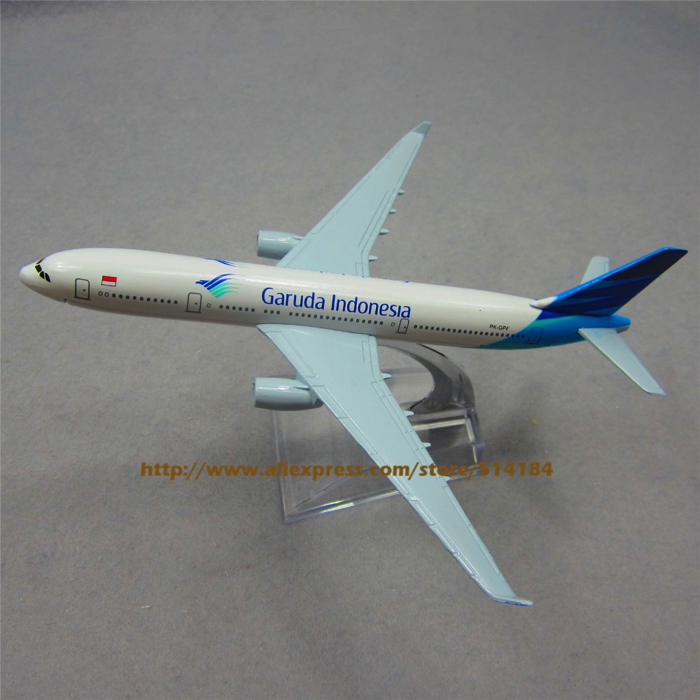 16cm Metal Model Airplane Air Garuda Indonesia Airlines Airbus 330 A330 Airways Plane Model W Stand Aircraft Kids Gift(China (Mainland))