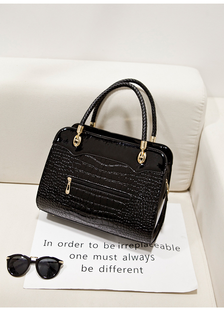 Free shipping The new Alligator women bag Hard moderate women bag famous brand Rivet female bag Factory outlets(China (Mainland))