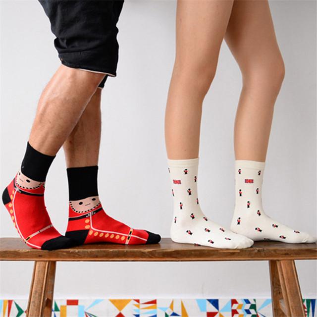 2015 мода Caramella новинка женщины мужчин солдат длинные носки прохладный мужская британский гвардии анимационного искусства носок забавный любителей носки