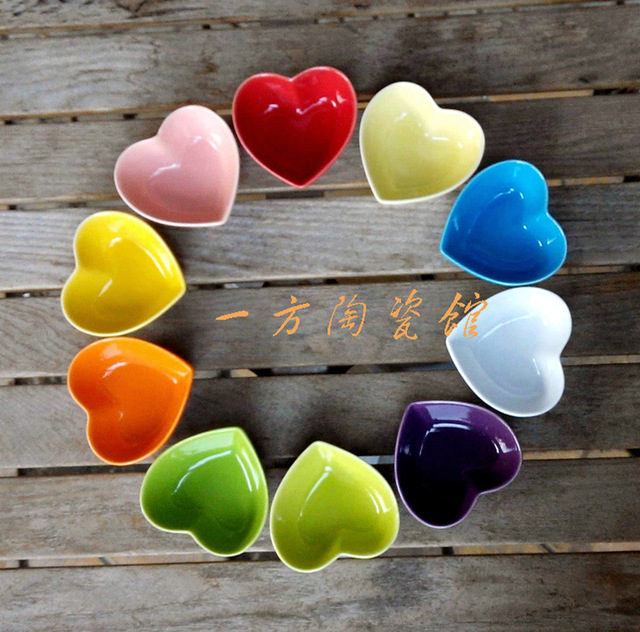 Creative Love Heart Shape Condiment Dish Seasoning Saucer Pudding Cup Ceramic Plate Holder Porcelain Tableware Dinnerware(China (Mainland))