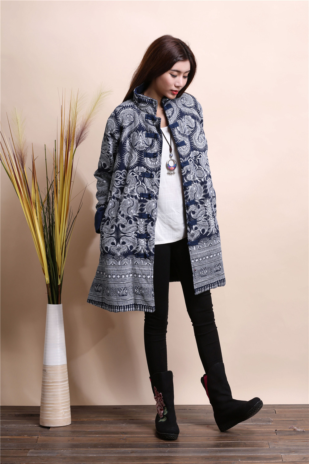Фотография 2015 Winter chinese style retro frog women windbreaker cotton linen flocking cotton-padded jacket dust trench coat