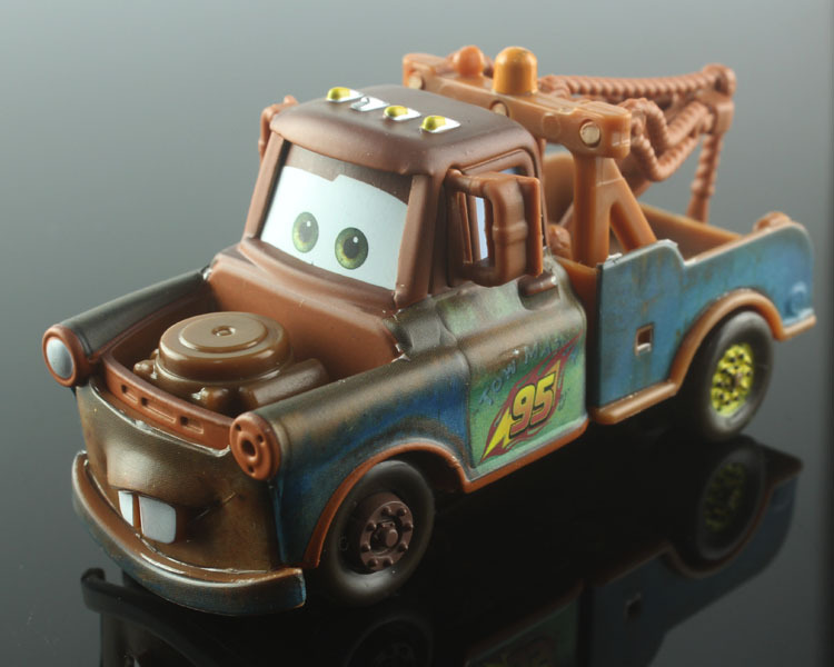 hot toys kid mini cute cars 2 toys cartoon moveis mater tow truck alloy metal race car styling die cast model car toys for kids(China (Mainland))