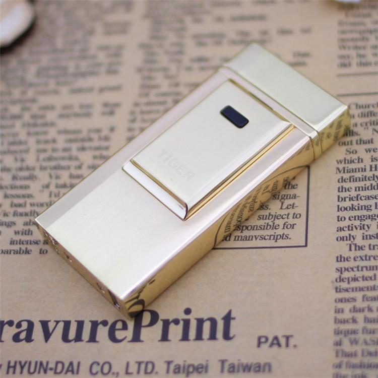 ถูก 1ชิ้นเสือwindproofเบาโลหะบางเฉียบชีพจรค่าใช้จ่ายusbบุหรี่อิเล็กทรอนิกส์เบาเบาจัดส่งฟรี