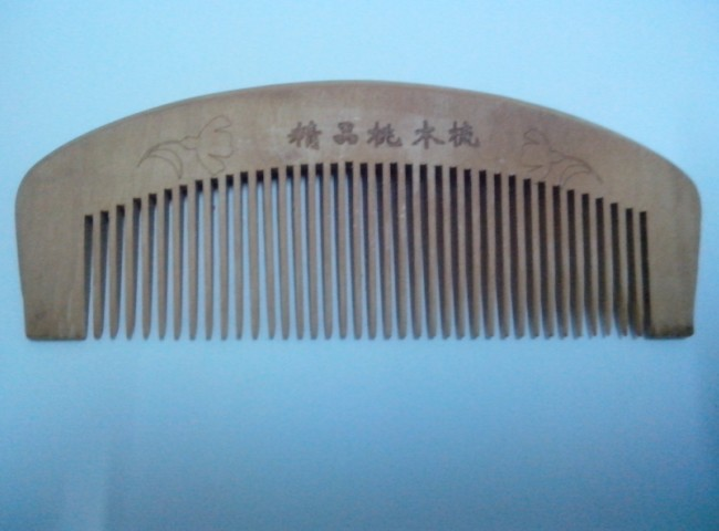 Beautifully Peach wood comb fashion exquisite wood comb hot sale low price female professional sarong combs peach wood comb(China (Mainland))