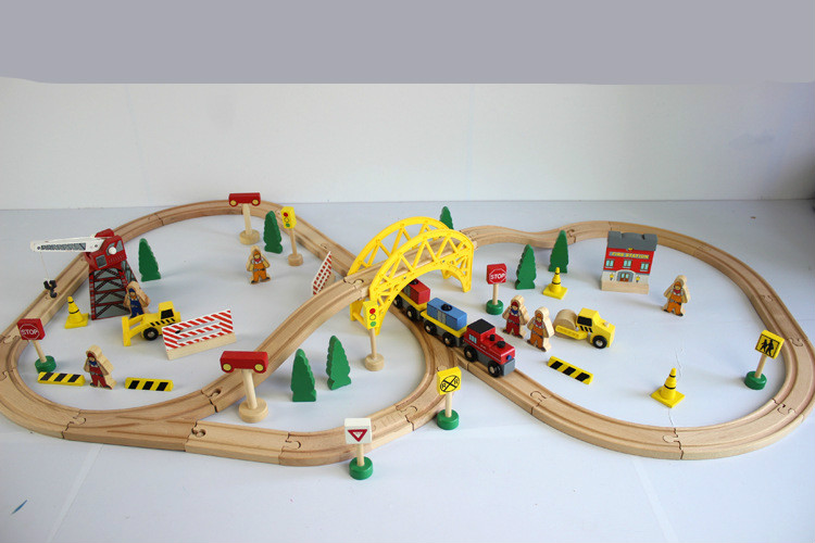 Thomas and Friends--70PCS Train Set ELC Train Construction Site Beech Wooden Railway Track EDWONE Thomas and Brio Gifts Kids(China (Mainland))
