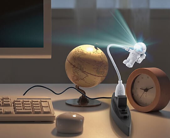 Free Shipping USB Astronaut Keyboard Led Nightlight(China (Mainland))