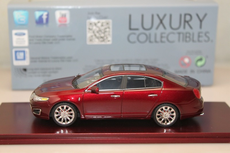 1/43 Luxury Collectibles Lincoln MKS 2012 Diecast toy car(China (Mainland))