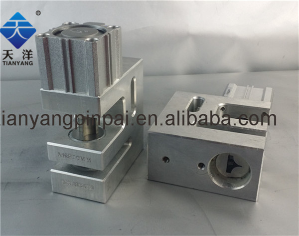 Corner Cut Hole Punch Unit fit for Different Size of Plastic Bag(China (Mainland))