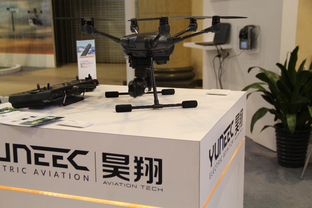 IN Stock ! Yuneec Typhoon H RC Drone with Camera HD 4K RTF RC Helicopter Auto Avoid obstacles 3 Aixs 360 Gimbal vs DJI Phantom 4