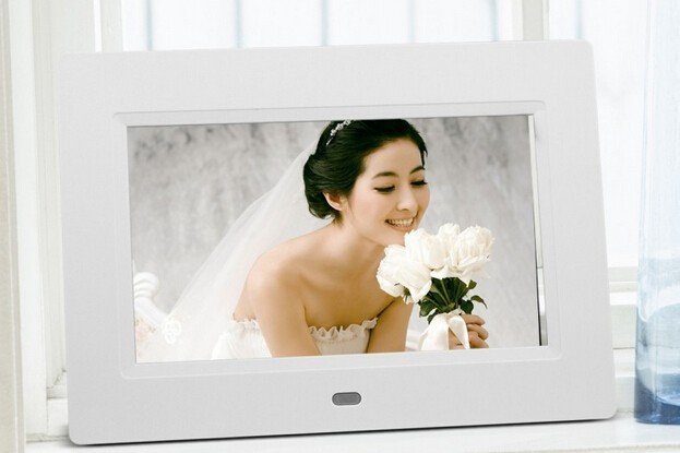 Freeshipping , New 8 inch LCD TFT Multifunctional Picture Digital Photo Frame with MP3/MP4 Player(China (Mainland))