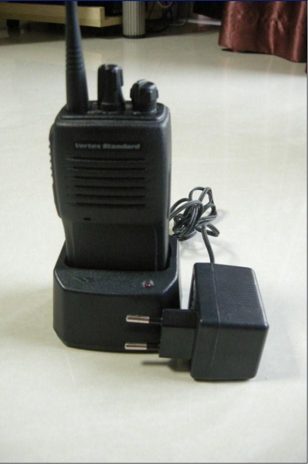 Cheap walkie talkies VX 160 radio FM two way UHF(China (Mainland))