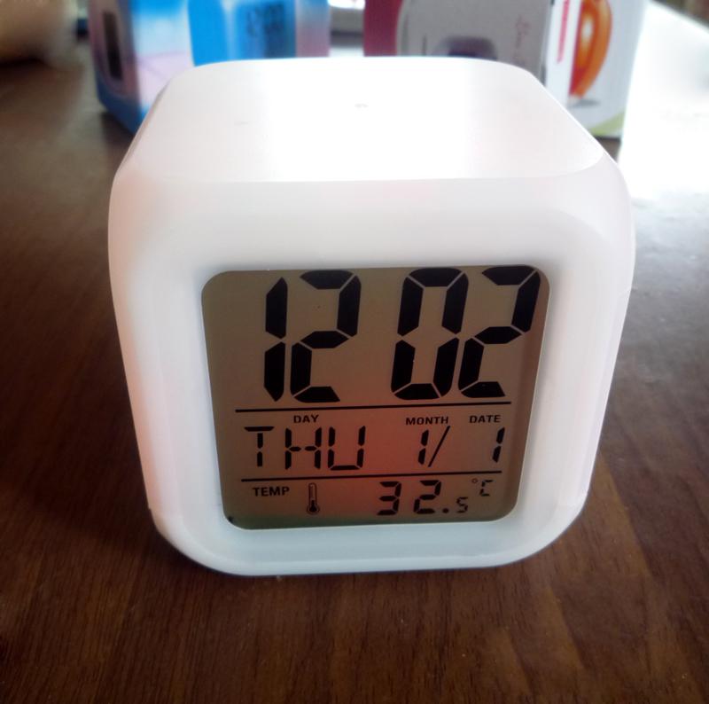H календарь будильник