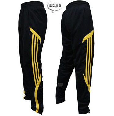 Materials of men's tracksuits Most tracksuits come in similar styles although the color, patterns, and designs may be different. The most important factor to consider when shopping for tracksuits .