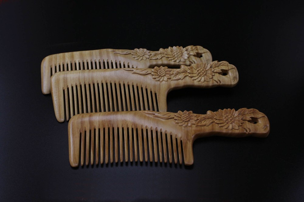 Natural handmade Green Sandalwood sunflower Boutique Comb hairdressing professional health care Green sandalwood wooden Combs cheap