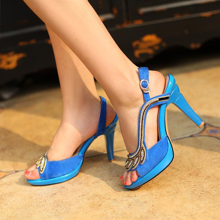 Cool As Leagues Of Women Will Attest, It Hurts To Wear High Heels Theyre So