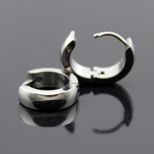High Quality Women Wedding Hoop Earrings Classic Stainless Steel Exquisite Smooth Preety Ear Shape Jewelry(China (Mainland))