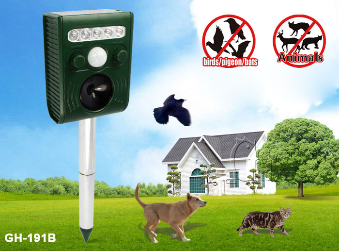 New Solar Animal Repeller PIR Sensor Passive InfraRed Strong Flashing LED and Ultrasonic Wave Speaker Chasing Away birds/bats(China (Mainland))