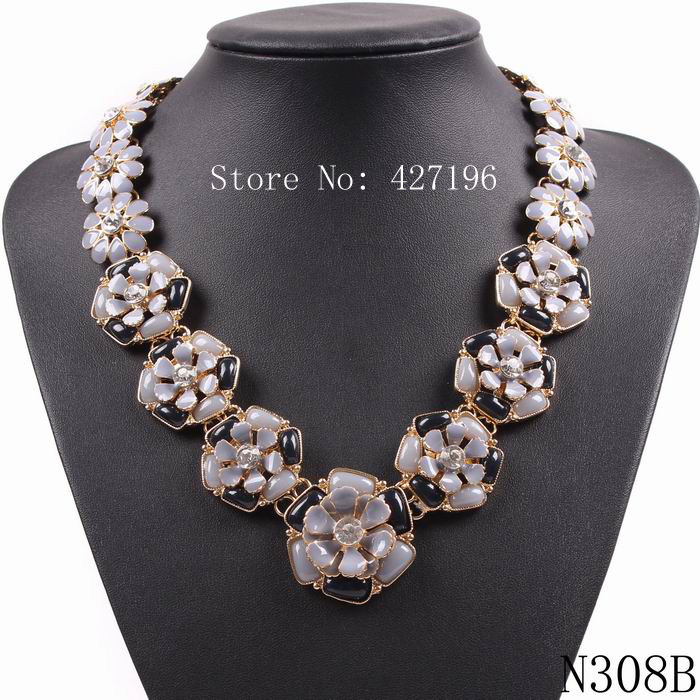 latest model fashion brand design 2016 statement elegant resin flower pendant necklace for women(China (Mainland))