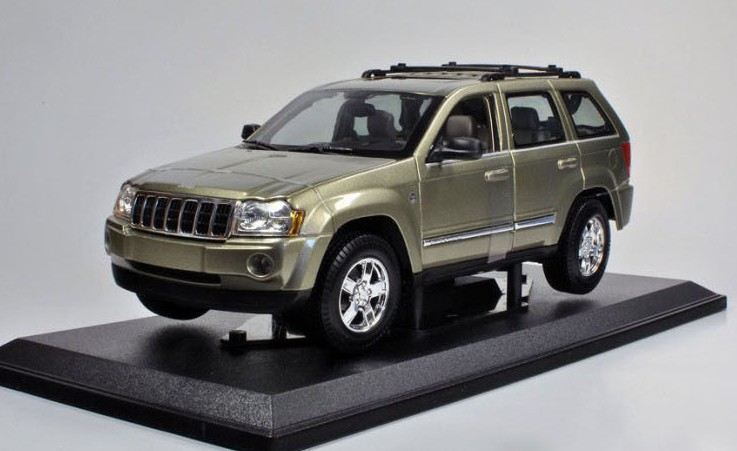 BIGGEST ! HOT ! 2013 newest ! Maisto 1: 18 Jeep grand Cherokee 2005 car model BEST GIFT ! EDITION(China (Mainland))
