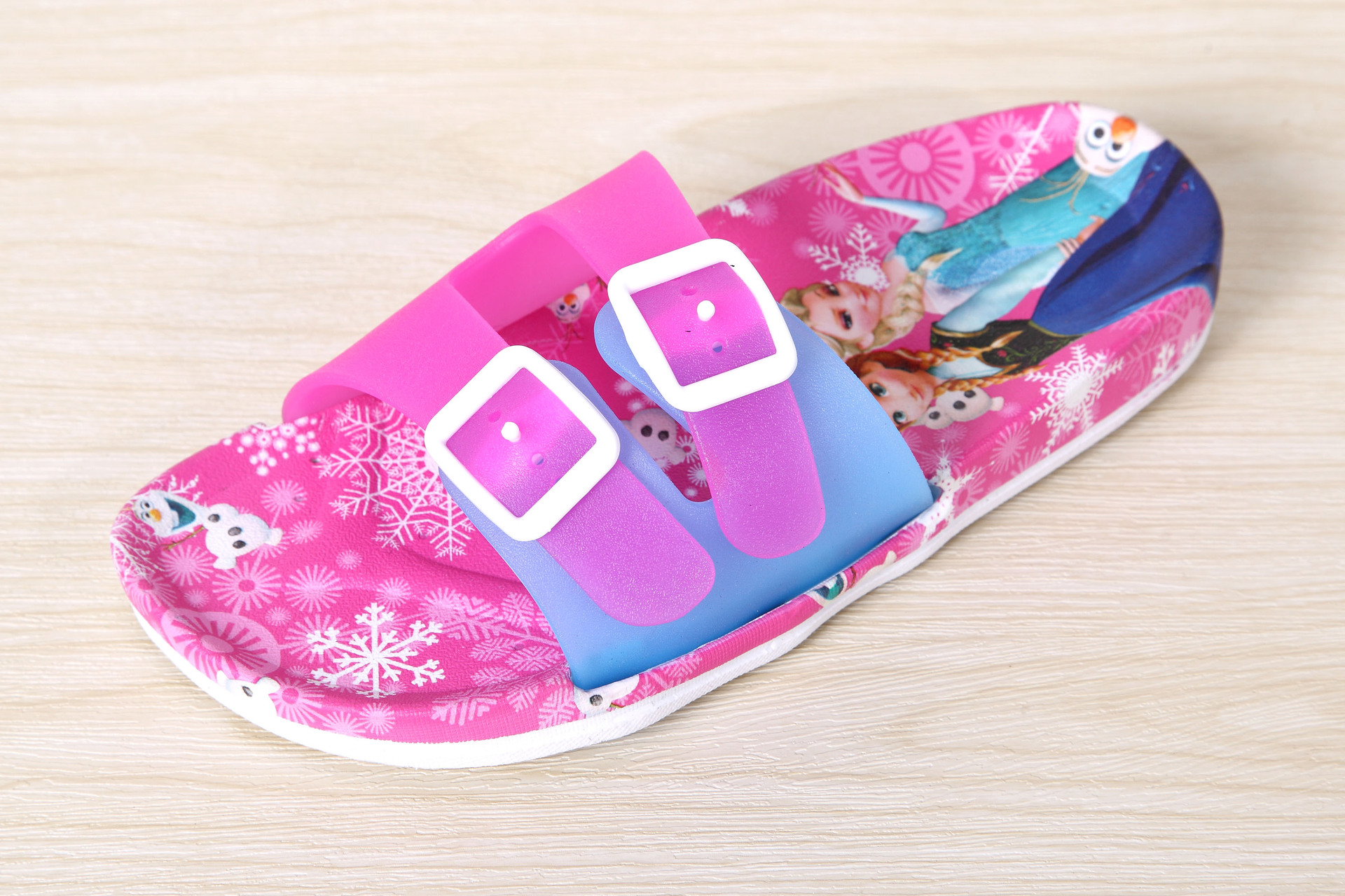 2016 fashion cartoon girls sandal cute beach shoes kids bathroom indoor soft bottom slipper children's bath slippers(China (Mainland))