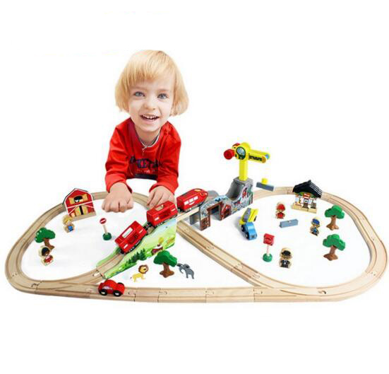 70pcs/sest DIY wooden toys train track set with magnetic locomotive railway block building toys toys for children gift(China (Mainland))