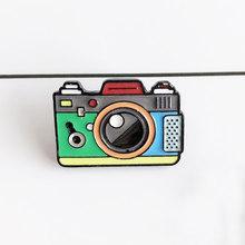 Mantel Topi Ransel Fotografi dan Anak-anak Lencana Hadiah Kartun 1PC Bros Hijau Rainbow Kamera Digital Enamel Abu-abu Merah(China)