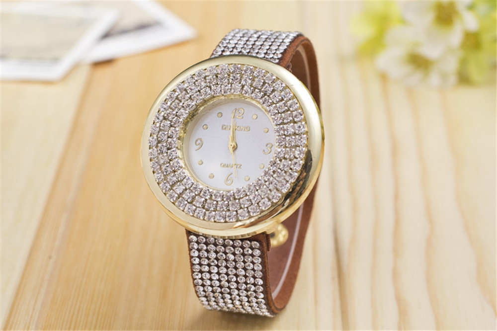 2015 New Women Full Rhinestones Wristwatches 10 Colors Leather Band Cam Rivet Chosen Quartz Ladies' Luxury Watch Time Concept(China (Mainland))