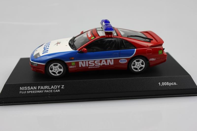 Kyosho 1:43 NISSAN FAIRLADY Z police automobile (authentic bundle) alloy mannequin automobile toy