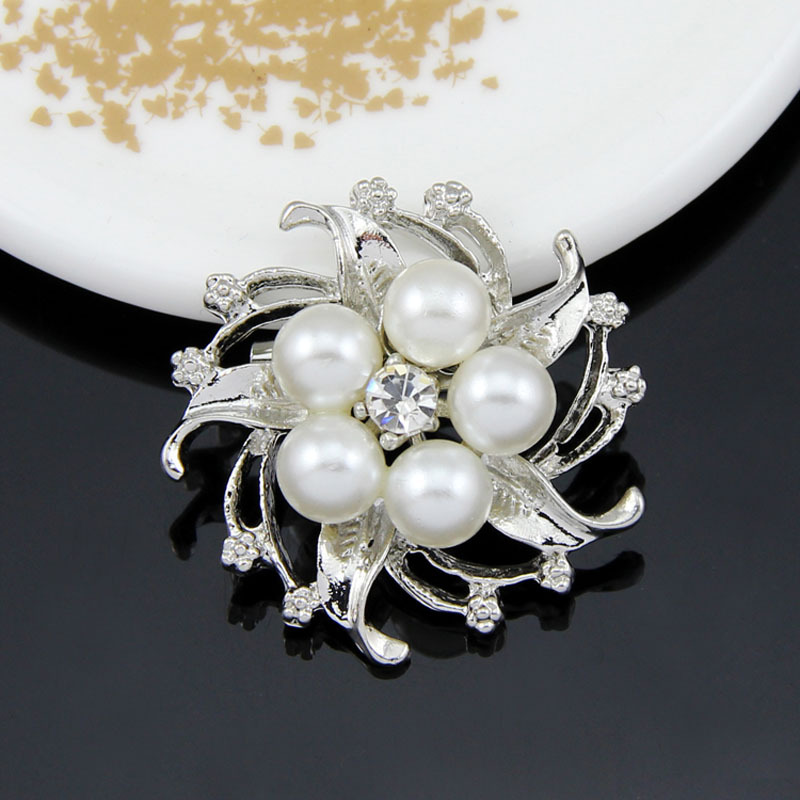 Appealing Five Simulated Pearl Star Flower Rhinestone Gold-plated Silver Plated Brooches for Women Brooch Pins Jewelry(China (Mainland))