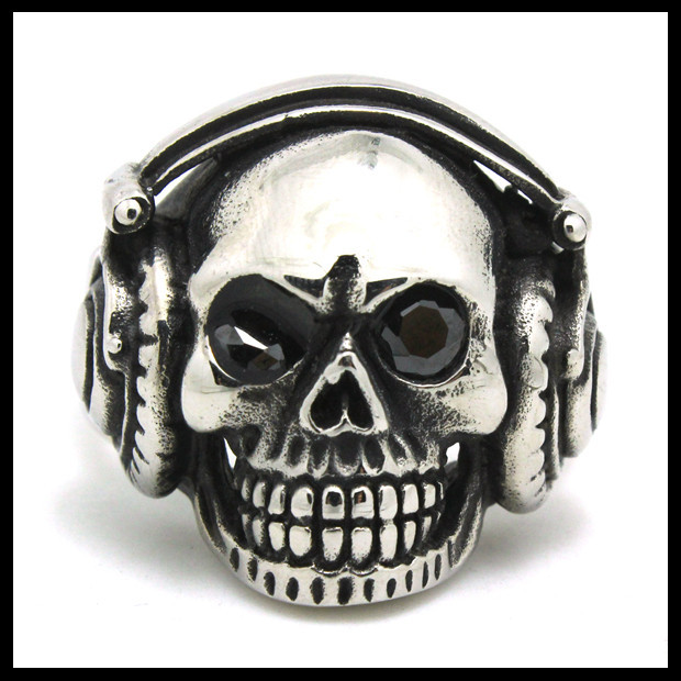 Hot Selling Crystal Eyes Skull Ring 316L Stainless Steel Top Quality Punk Style Band Party Earphone Skull Ring(China (Mainland))