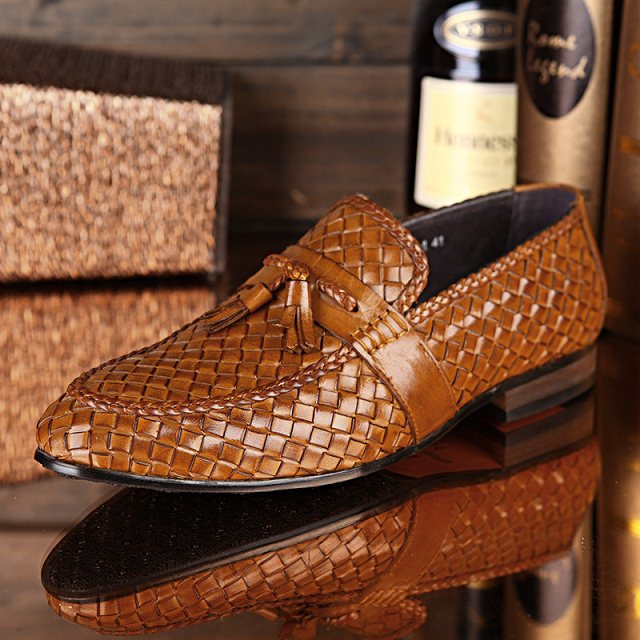 Здесь можно купить  2Colors Best quality Fashion Flat Woven Handmade Genuine leather Slip on men shoes Business Office Driving shoe  Обувь