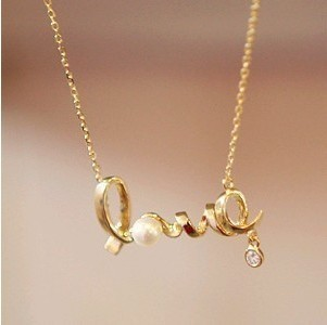 XS005 Wholesales Fashion New 2014 Christmas Gift Gently Around A Heart Of Love Chic LOVE Necklace
