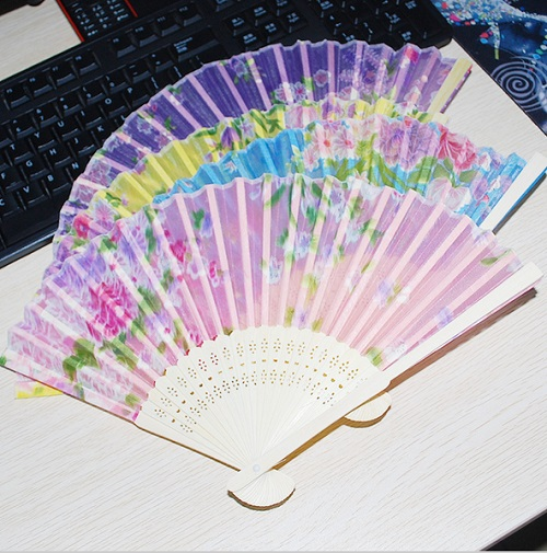 Color send randomly !!! Fashion Ladies Chinese Bamboo Folding Hand Fan with Flowers Wedding Party Gift(China (Mainland))