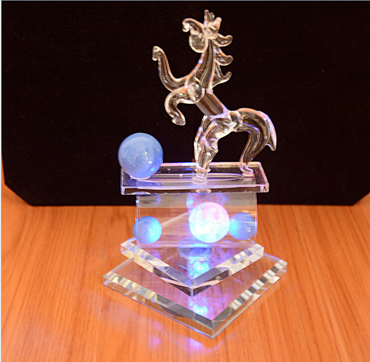 Fashion rotating horse glass crystal wholesale luxury swan for Bulk horseshoes for crafts