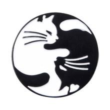 Yin Yang Nero Bianco Buona Fortuna Zampa di Gatto Koi Pesce Spilli Distintivo Vestiti Collare Accessori Creativo Spille Spille Delle Donne(China)