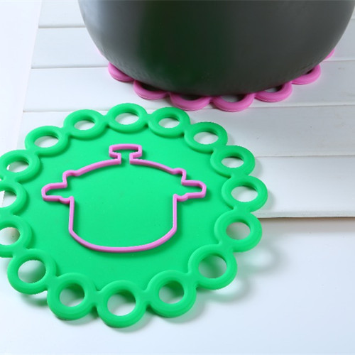 Silicone Pot Holder And Flower Shape Heat Insulation Pad Mat Kitchen Accessories(China (Mainland))